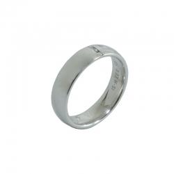 Moderner Ring mit drei Brillanten
